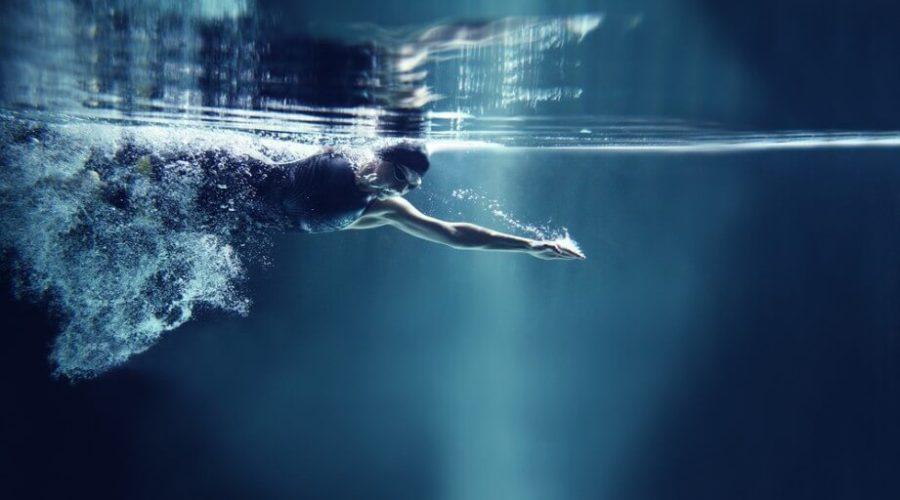 Teknőccel, elöl csúsztatással úszás