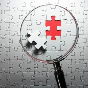 Hiányzó puzzle darab keresése nagyítóval